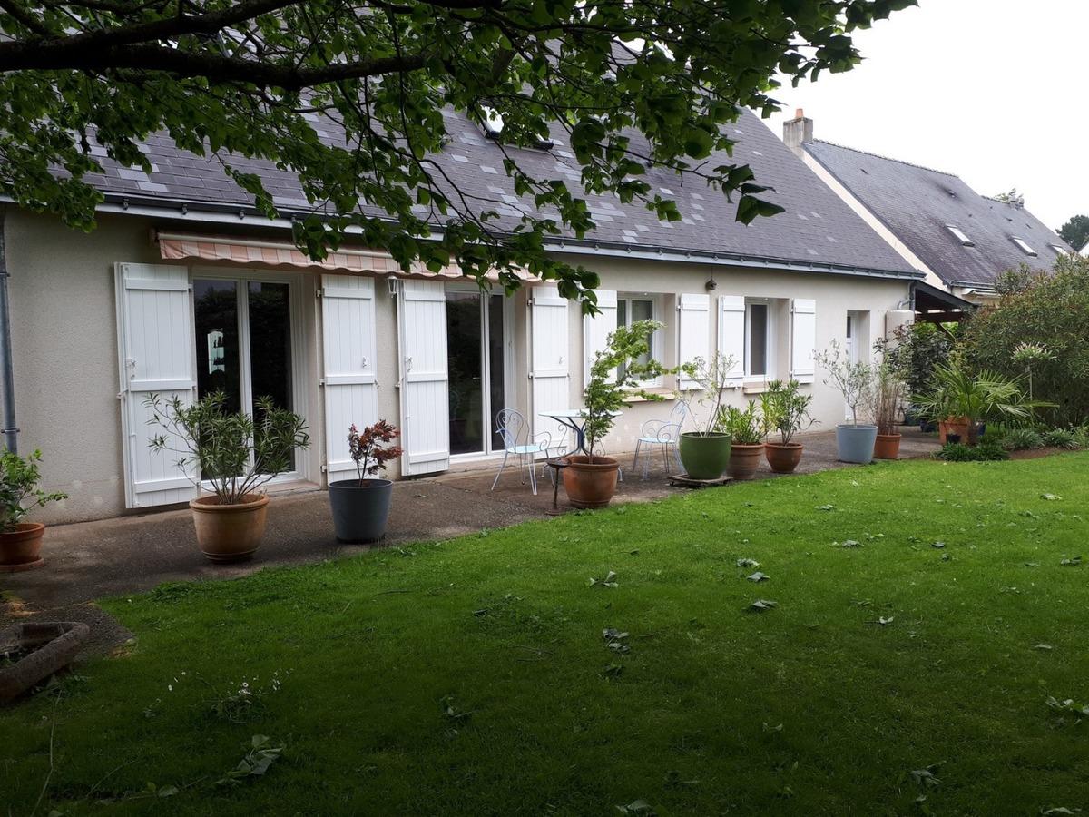 Terrasse en ACCOYA et grès cérame à St Etienne de Montluc